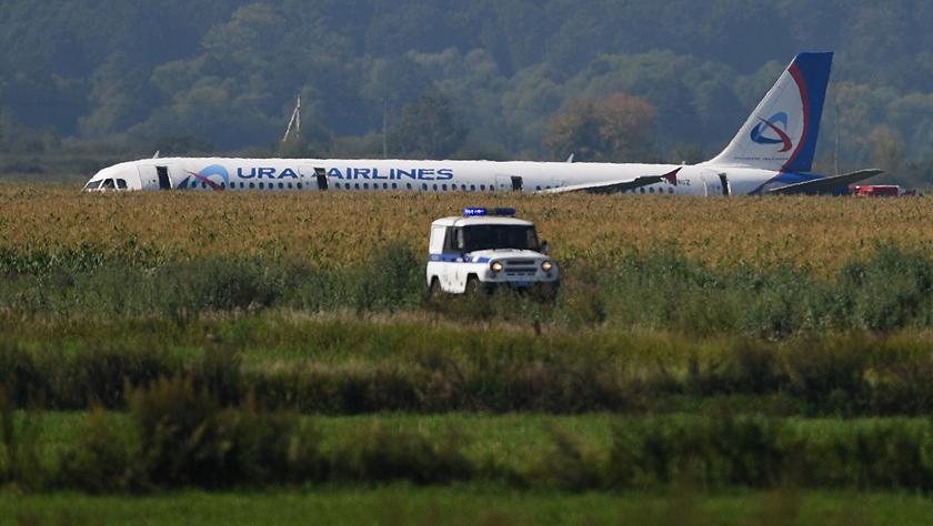 俄罗斯客机在莫斯科郊区硬着陆 造成23人受伤