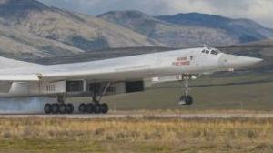"""俄轰炸机抵近美国""""家门口""""军演 可携带12枚短程核导弹"""