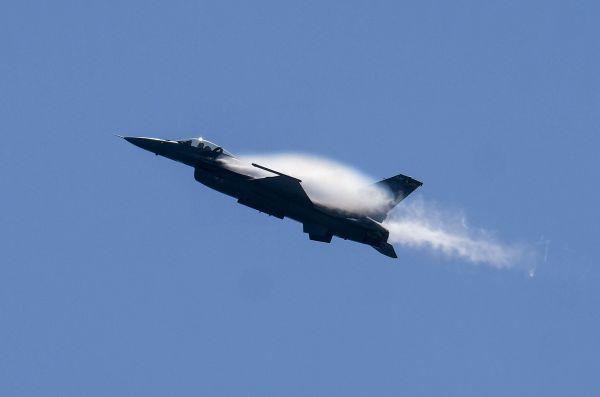 外媒关注中方坚决反对美售台F-16战机