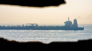 外媒:美国下令扣押伊朗获释油轮