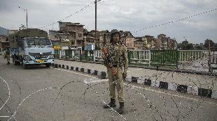 """印巴在克什米尔""""猛烈""""交火 中国呼吁各方保持克制"""