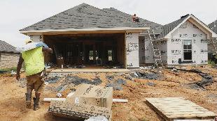 新房开工率与工业产值双双下降 美7月经济指标警讯频传