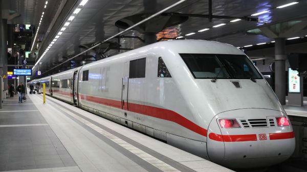德国军人明年免费乘火车 前提是必须穿军装
