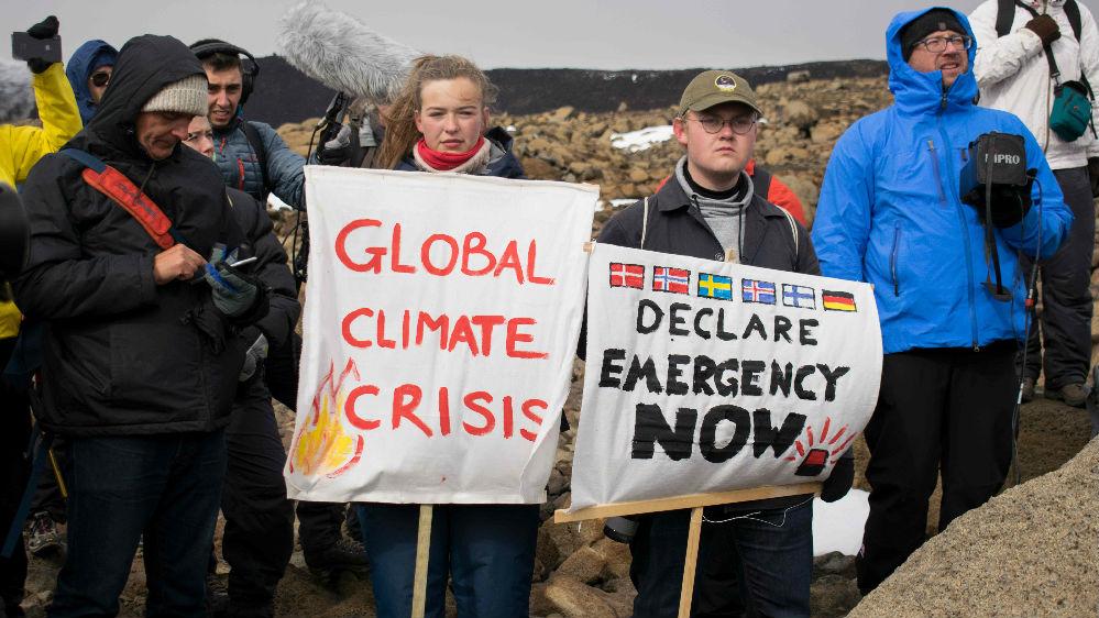 """冰岛为700岁冰川办""""追悼会"""" 呼吁遏制全球变暖"""