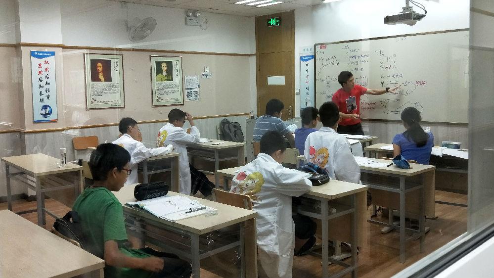 港媒关注内地孩子暑假忙于上各种辅导班:放假比上学更累