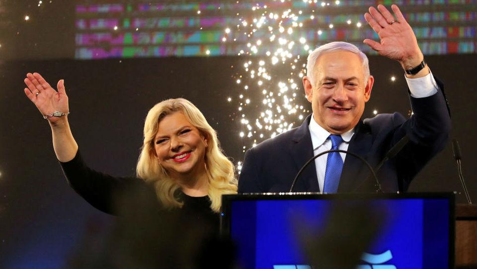 """以色列总理夫人""""耍性子"""":出访时当场扔掉象征欢迎面包_德国新闻_德国中文网"""