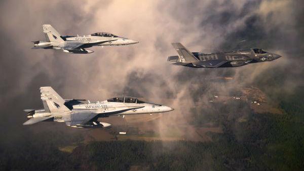 """美媒称F-35先敌开火优势获共识:实战中比F-22""""更有效"""""""