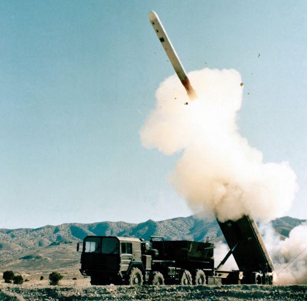 美军试射远程陆基巡航导弹