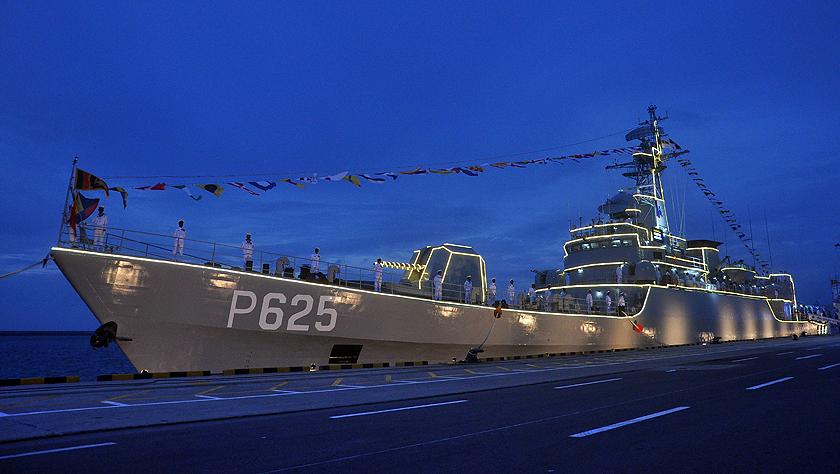 中國援贈的一艘護衛艦入列斯里蘭卡海軍