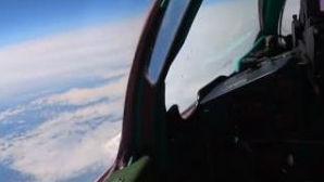 """""""狗斗""""在2万米云端!俄战机演练近太空空战"""