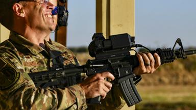 能打移动无人机!美军测试步枪智能瞄具