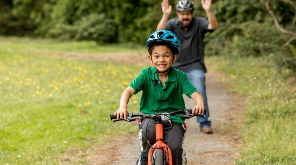 美媒:研究显示戴头盔能影响大脑活动