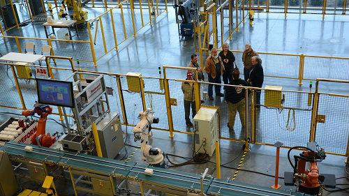 外媒:受贸易战拖累 美制造业10年来首次收缩