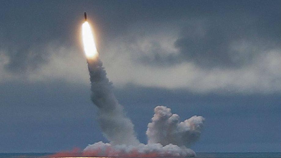 实战训练!俄战略核潜艇成功试射2型弹道导弹