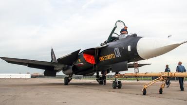 时隔12年!俄苏-47前掠翼战机再现航展