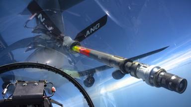一览无余!座舱视角看F-16如何空中加油