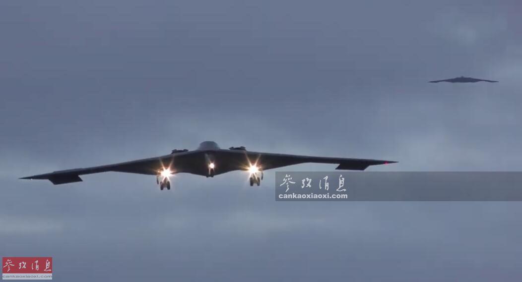 """美军欧洲司令部(EUCOM)发表新闻公告称,美空军8月27日已在英国费尔福德空军基地部署了3架可搭载核武器的B-2隐身轰炸机。公告还称,这些B-2轰炸机组成的""""B-2特遣队"""",将以费尔福德空军基地作为其在欧洲的""""前沿作战基地"""",以威慑""""潜在对手""""。按每架B-2造价21亿美元计算,这支特遣队的战机总造价高达63亿美元,堪称""""飞行黄金""""。29"""