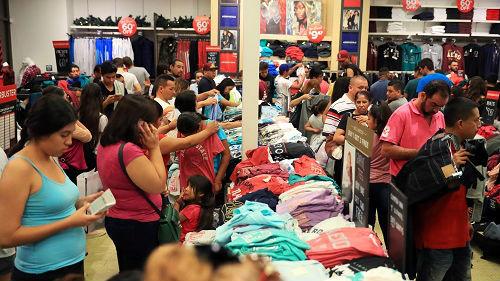 """美媒热议:贸易战升级令美国消费者""""躺枪"""""""