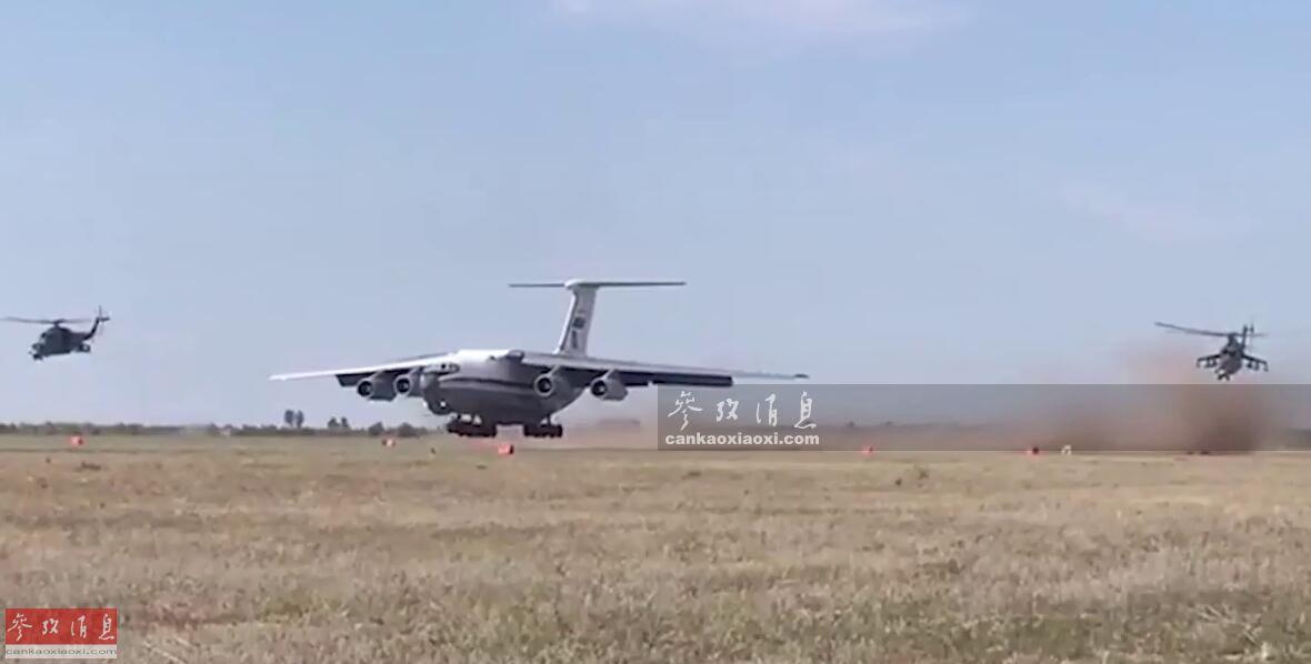 """据""""今日俄罗斯""""电视台8月30日报道称,俄空天军部署在中部军区的伊尔-76MD运输机部队,在奥伦堡州举行野战起降演练。俄军特意派出2架米-24武直在其两侧提供空中掩护,伊尔-76MD在简易跑道上落地滑跑时尘土飞扬,场面堪比战争片。53"""