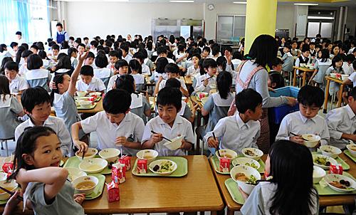 <b>日本小学老师岗位越来越不吃香 专家担心教育质量下降</b>