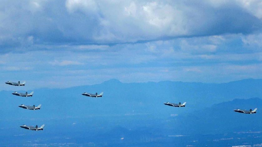 中国空军发布励志宣传片首次展现歼-20战机7机同框