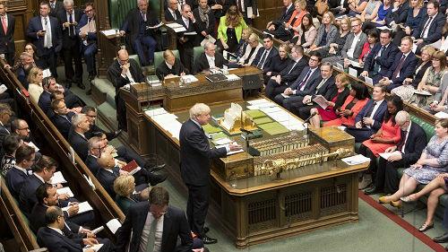 约翰逊硬脱欧势头受重创 外媒:英国陷入二战以来最大混乱
