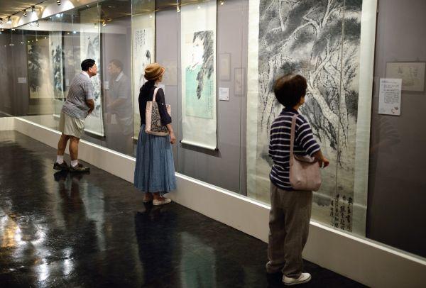 外媒:香港陆羽茶室拍卖两幅张大千画作 总估值近千万