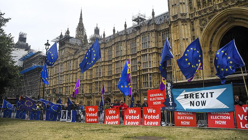 英国议会开始休会