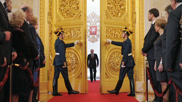 美媒曝光潜伏俄罗斯的高级间谍:能拍到普京办公桌上文件