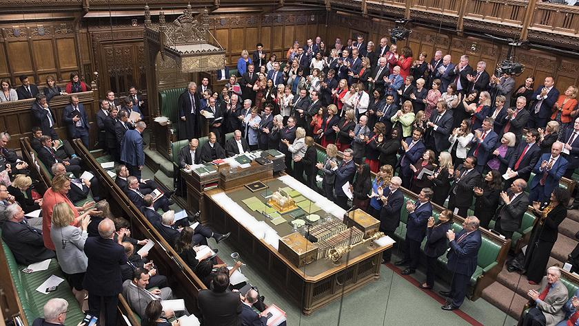 英国议会再次否决首相提前大选动议
