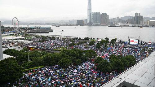 """中方警告外国势力不要干预香港事务 分裂图谋将被""""粉碎"""""""