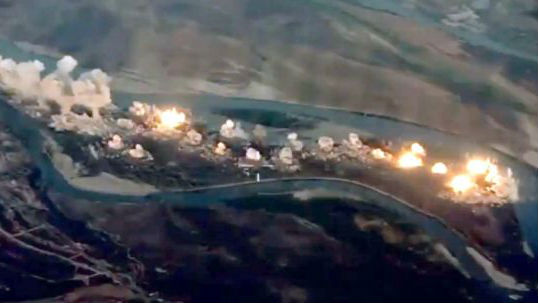 36吨炸弹毁灭恐怖分子!反恐联军将恐怖分子老巢化为火海