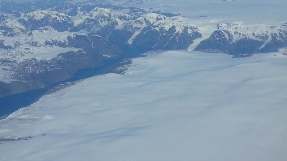 """西媒:气候变暖融化北极冰盖 引发格陵兰岛""""淘金热"""""""