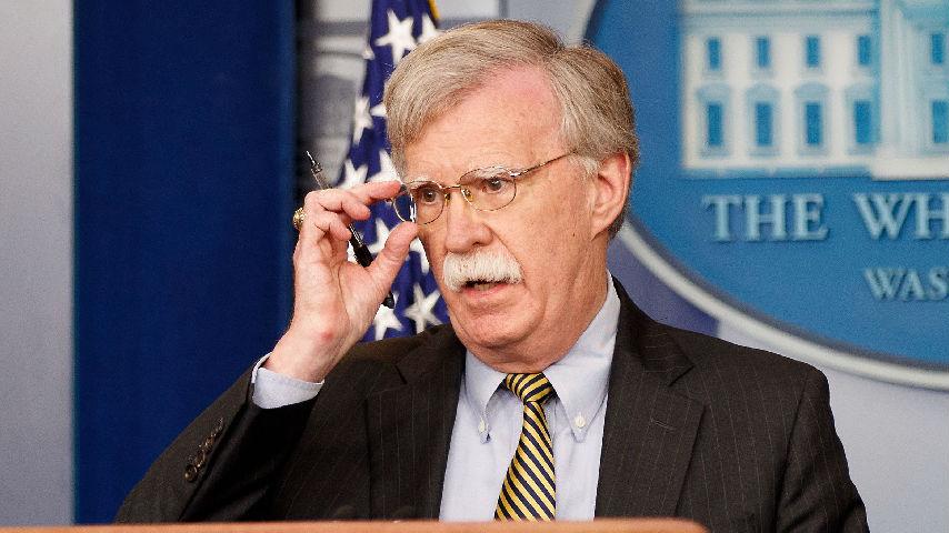 """博尔顿被炒说明啥?美媒:特朗普更喜欢""""单干"""""""