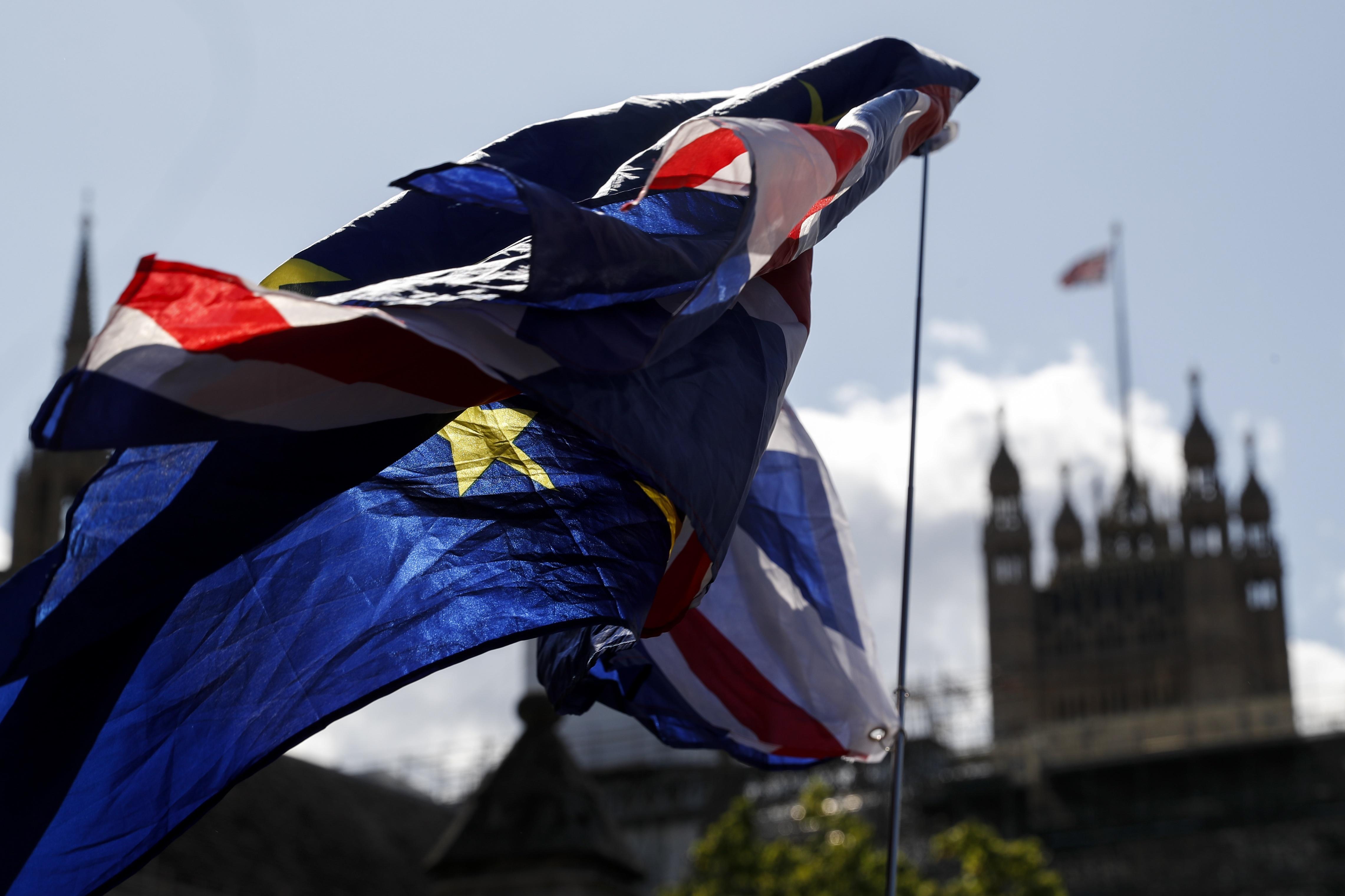 英脱欧大臣:英国和欧盟的捆绑状态或维持到2022年