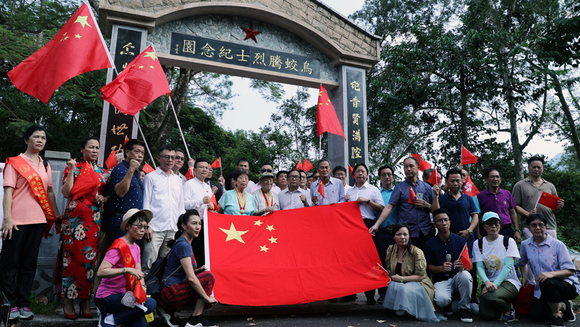 """勿忘""""九·一八""""——香港市民集會強烈譴責暴徒破壞抗日烈士紀念園"""