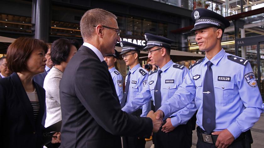 中国与塞尔维亚首次警务联巡启动