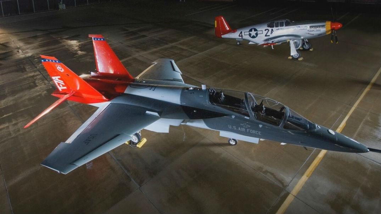"""纪念二战""""红尾""""飞行队 美军新T-7A教练机取名""""红鹰"""""""