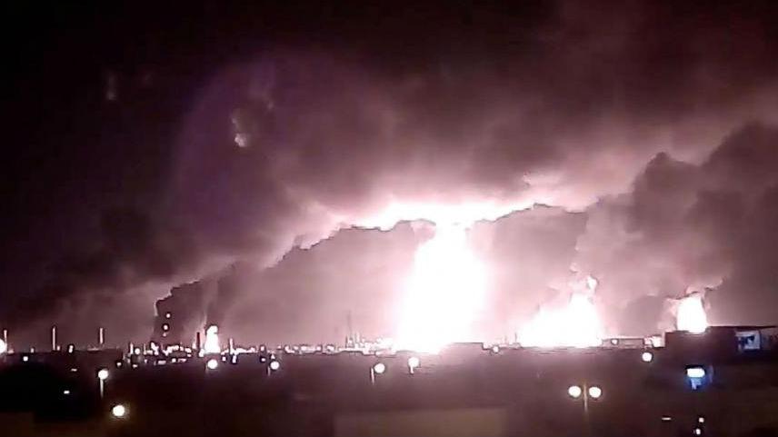 """沙特称其石油设施遭7枚导弹和18架无人机自""""北方""""袭击"""