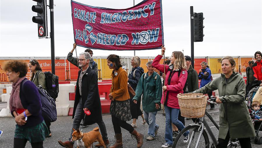 英国布莱顿举行气候变化游行