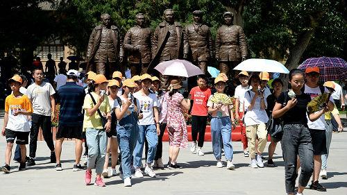 外媒记者走访延安 观察现代中国壮丽景象
