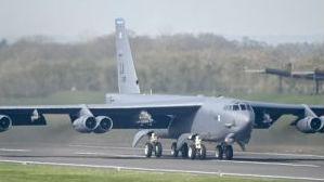 美军B-52轰炸机服役或将破百年纪录