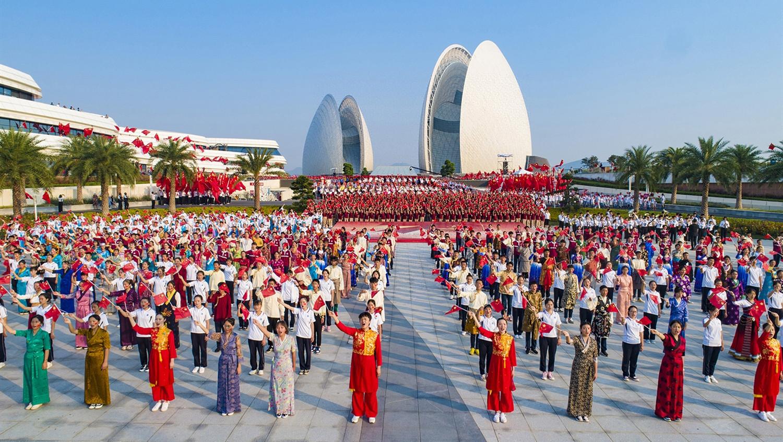 珠海万人齐唱 庆祝新中国成立70周年