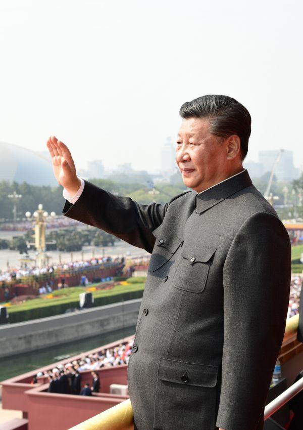 媒体综述:习近平大阅兵发出豪迈强音