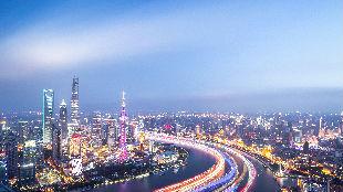 外国专家:中国现代化道路成为全球标杆