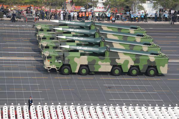 大阅兵展示中国新锐武器引发外媒关注