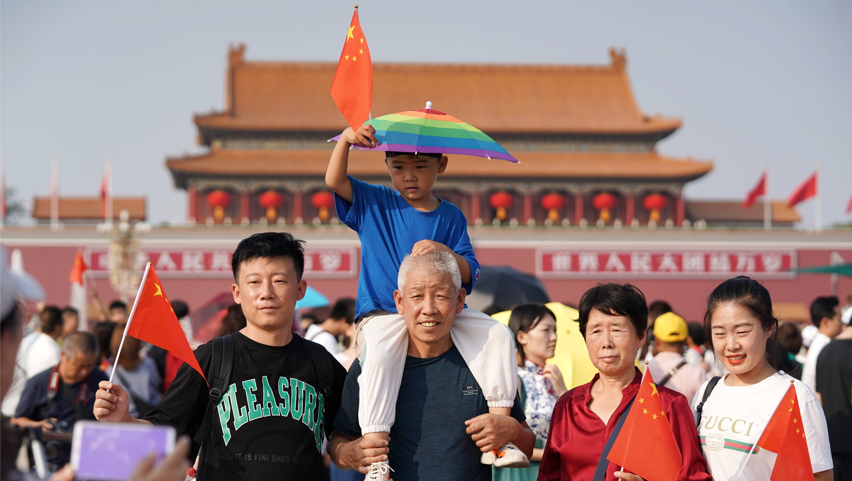 北京:天安門廣場游人如織