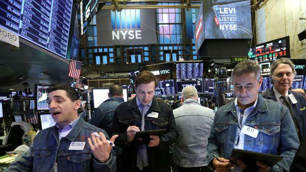 美媒:衰退恐惧正渗入华尔街