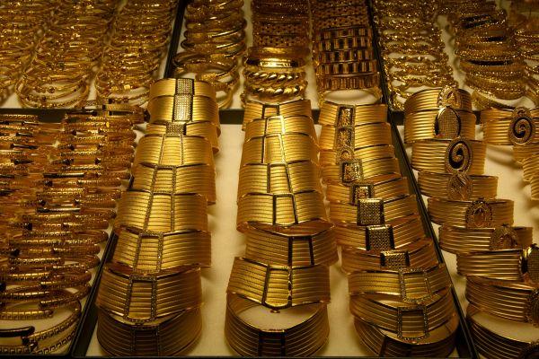 比俄罗斯还多!这个国家8月黄金购买量全球最高