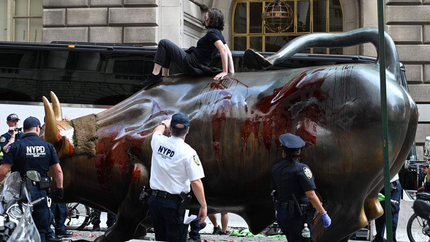 紐約警方一日內逮捕近百名示威者